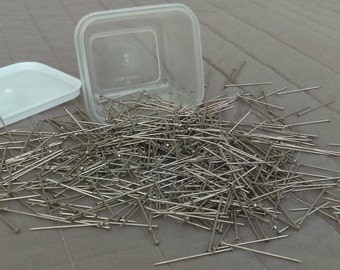 Straight Pins 600 Nickel Plated Steel in Plastic Box with Snap Lid