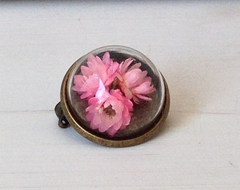 Brooch with dried flowers pink