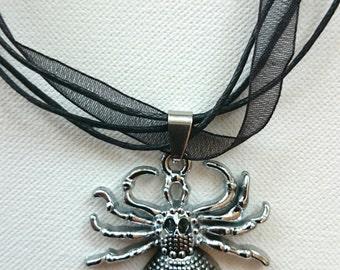 Spider Black Widow pendant necklace