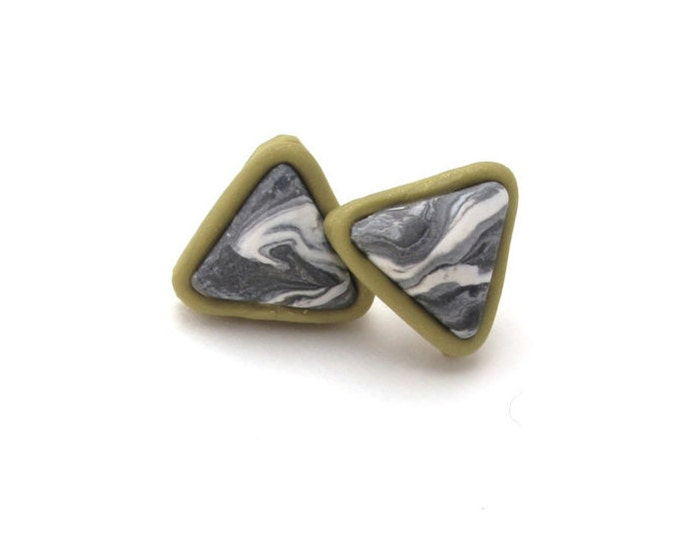 MARBLED MIA STUDS// Handmade black and white, geometric triangle cabochon marbled polymer clay studs// Gold trim pyramid studs// #SE1012A