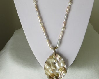 Long Pearl necklace with Shellpendente  Ref 2262