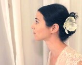 Flower hair clip with acrylic swarovski and natural pearls, Vintage style wedding hair accessories.