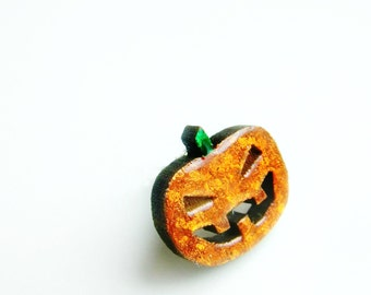 tiny pumpkin for your lapel // halloween pin brooch