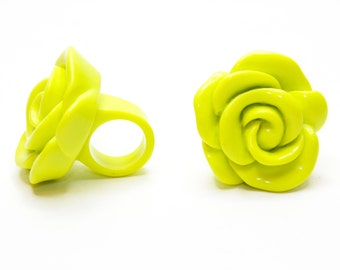 Vintage Neon Green Rose Plastic Ring Size 5 - 15.6mm