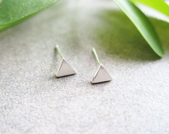 925 Sterling Silver Earrings/Tiny Triangle stud Earrings / Triangle earrings / Dainty triangle earrings / Triangle stud with gift box