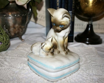 Mann Siamese Mother Cat With Kitten Sitting on Pillows//Music Box//You Light Up My Life//Vintage Music Box