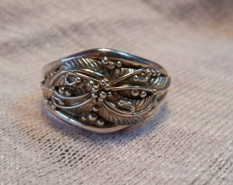 Sterling Silver Ring with Leaf detail Size 15.5