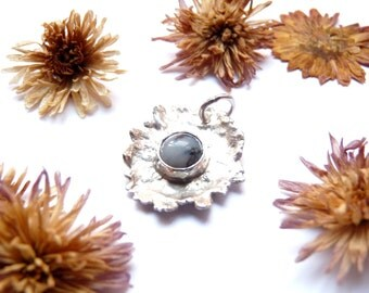 Silver chrysanthemum pendant, flower necklace, flower pendant, flower jewellery, agate jewellery, silver jewellery, gift for her