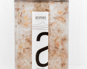 Exfoliating salts with essential oils