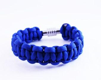 Paracord bracelet in navy blue
