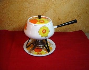 Service à fondue vintage. For kitchen. Pour votre cuisine.  France