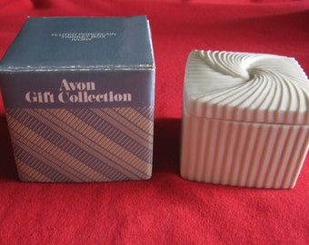 Vintage 1980's Avon Porcelain trinket jewelry Box ivory new in box never used
