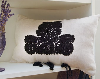 "Linen cushions, hand-embroidered ""Subtilis"""