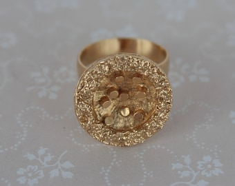 Abstract Vintage Ring - Ladies Gold Plated Ring - Round Vintage Statement Ring