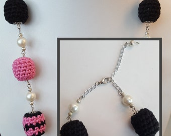 Black and Pink Necklace and Bracelet Set
