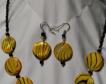 """20"""" yellow and black necklace-7"""