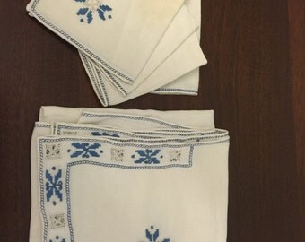 Vintage Embroidered 36 inch Square Table Cloth and 4 Napkins