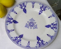 French vintage earthenware plate, blue and white Lunéville faïence.
