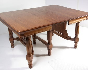 B-349 Early American Solid Oak Dining Table with Four Leaves, 1900