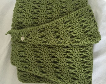 Green scarf in lace