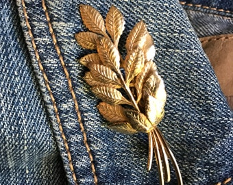 Jean Jacket Brooch, Vintage Leaves brooch, goldtone pin,  gift idea,Woodlands, Cottage Chic