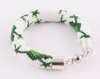 hanmade beaded froggy bracelet