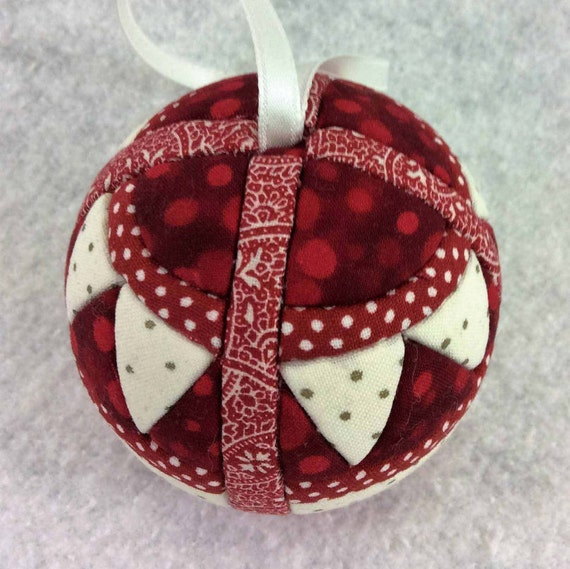 135 Circling Geese - Red and White Christmas ornament from a quilt pattern