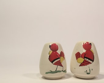 Bauer Pottery Red Bird Salt and Pepper Shakers ~ USA pottery Salt and Pepper ~ California Pottery Salt and Pepper ~ Hand Painted Red Bird