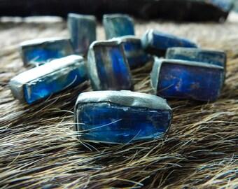 Raw kyanite studs | Kyanite post earrings | Brazilian jewelry | Rough Kyanite silver earrings | Crystal stud earrings | Blue stone earrings