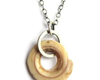 Kwalia Shell Necklace Worn by Shailene Woodley in The Descendants