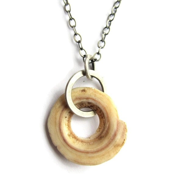Kwalia Shell Necklace Worn by Shailene Woodley in The Descendants