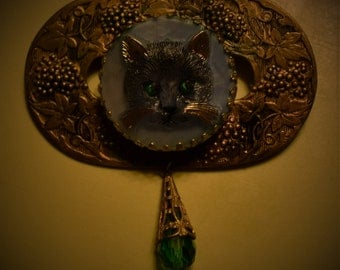 Glass Kitty Cat Vintage Brass Brooch Pin