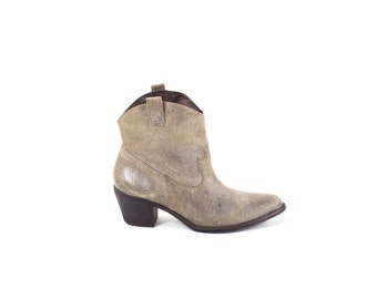 Short Cowboy Boots Taupe Gray Ankle Boots Flat Western Boots Rocker Booties Size 9.5