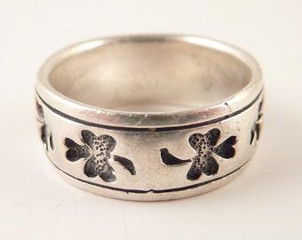 Size 6.25 Vintage Sterling Band of Engraved Shamrocks Ring