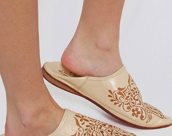 Vintage LEATHER Slippers HAMSA Hand Slip Ons Boho Lounging Shoes Never Worn Size 9/10