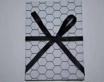 "BRAG BOOK Photo album 6"" x 4"" photo size -  black and white wires"