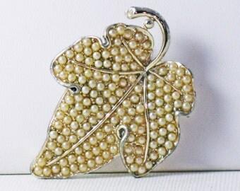Vintage Silver Tone Faux Seed Pearl Leaf Brooch Pin (B-4-2)