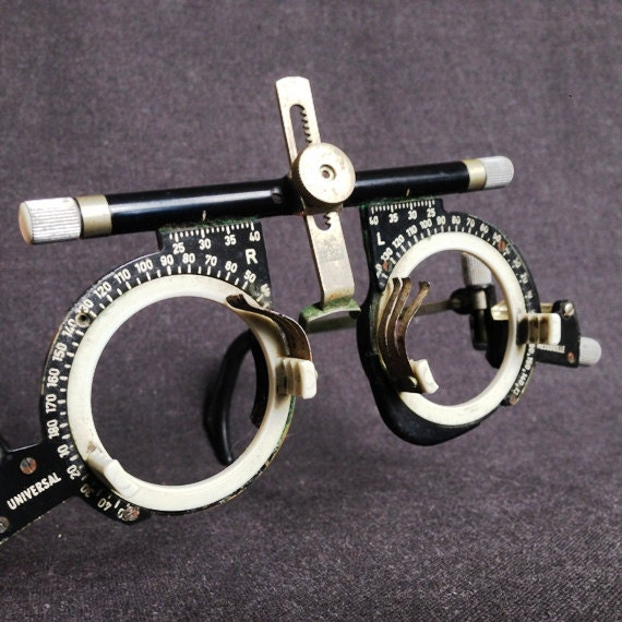Eyeglass Frame Tester : Oculus universal glasses. Vintage optician trial lense frame.