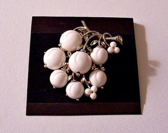 White Flower Leaf Branch Pin Brooch Silver Tone Vintage Lisner Lucite Round Domed Assorted Size Beads Curved Rib Stems