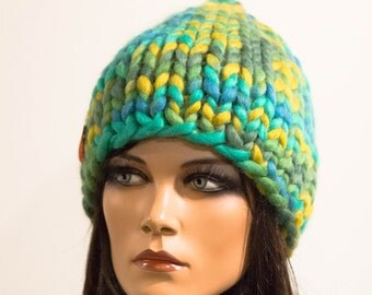Chunky knitted hat wool green yellow laguna multicolor warm winter pretty unisex Regina Doseth handmade Lithuania EU