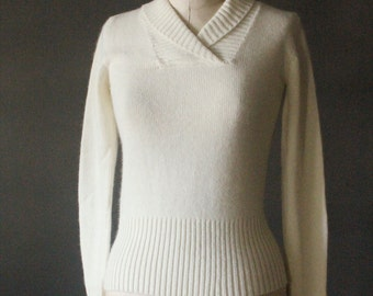 Vintage 50's White Angora and Lambswool Knit Pullover Sweater by The May Co., size 38