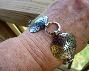 Early Vintage Western Concho/Native American Type Orange Blossom Medallion Linked Silver Metal Bracelet