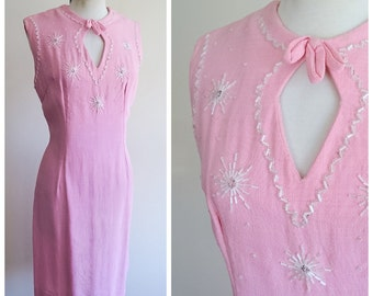 1950s Baby pink beaded linen wiggle dress / 50s keyhole neck cocktail dress - M