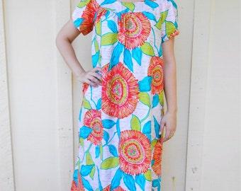Vintage 1960s ALICE POLYNESIAN Fashions vibrant tropical-floral mumu / shift dress / maxi dress, size Medium / Large
