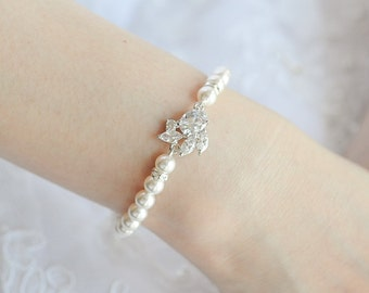 Pearl Wedding Bracelet, Bridal Bracelet, Crystal Leaf Bracelet, Art Deco Bridal Wedding Jewelry, Swarovski Pearl Bracelet Cuff, HONORA