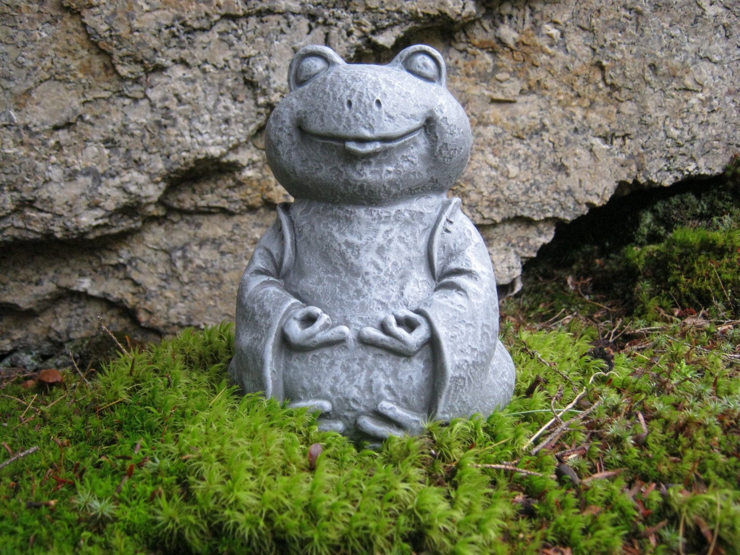 Frog statue zen frog buddha meditating yogi frog concrete for Decoration jardin grenouille