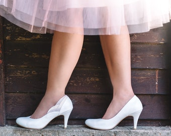 White pumps / wedding day pumps / vegan bridal pumps / high heel pumps / stunning non leather pumps / classic white shoes / pumps for brides