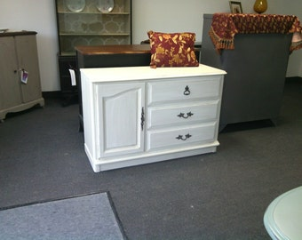 Vintage French Provincial Dressser, changing table, nursery baby, tv media center, Shabby Chic pick up & local delivery