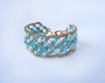 Beadwoven Bracelet in Turquoise and Gold // Handmade // One of a Kind