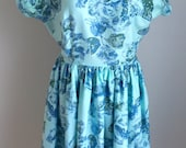 Vintage 1950s 60s Misses' Blue Floral Print cotton V-Neck Dress 2 4